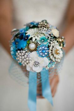 How creative and beautiful! A bridal bouquet made with vintage broaches!