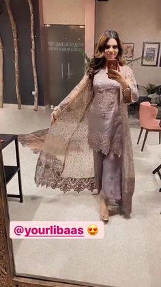 Pakistani Party Wear Dresses, Beautiful Pakistani Dresses, Designer Party Wear Dresses, Pakistani Bridal Wear, Pakistani Dress Design, Long Dress Design, Bridal Dress Design, Velvet Dress Designs, Sleeves Designs For Dresses