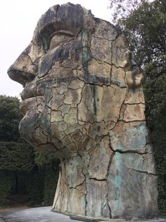 Tindaro Screpolato is an enormous bronze statue by sculptor Igor Mitoraj that is located in the Boboli Garden in Florence, Italy Statues, Art Sculpture, Parcs, Public Art, Belle Photo, Italy Travel, Sculpting, Beautiful Places, Amazing Places