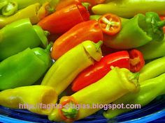 Πιπεριές γεμιστές με τρία τυριά και ζαμπόν Feta, Stuffed Peppers, Vegetables, Blog, Recipes, Stuffed Pepper, Vegetable Recipes, Blogging