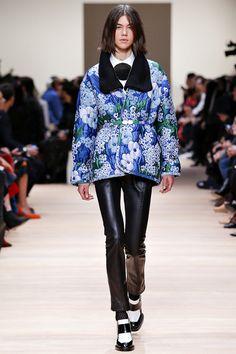 Carven Fall 2015 RTW Runway – Vogue - She looks like Oscar Wilde - BA