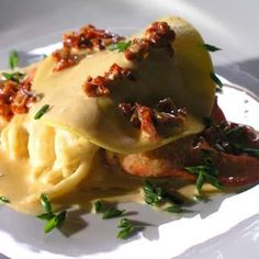 Pumpkin, Saffron, Maine lobster Ravioli with Lobster Sun Dried Tomato Cream - Lobster Recipe Lobster Recipes, My Favorite Food, Favorite Recipes, Pasta Recipies, Lobster Ravioli, Lobster Trap, Sea Food, Sun Dried, Gourmet