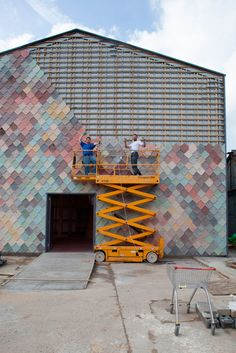 Handmade concrete tiles give a scaly facade to this collaborative studio building designed by Assemble for artists and designers in east London. Facade Design, Exterior Design, House Design, Exterior House Colors, Exterior Paint, Facade Architecture, Contemporary Architecture, Isolation Facade, Renovation Facade