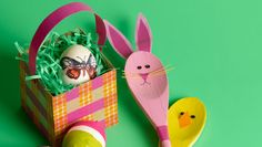 Decorate your house for spring with this easy craft. Homemade Easter Baskets, Basket Crafts, Art Lessons, Easy Crafts, Brownies, Christmas Ornaments, Holiday Decor, Spring, House
