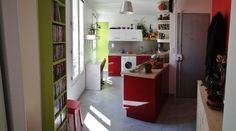"""Rassembler une cuisine et une entrée ! + de photos avant/après dans la réalisation """"Maryse"""" sur www.caserachezmoi.com Bookcase, Loft, Shelves, Bed, Photos, Furniture, Home Decor, Before After, Kitchens"""