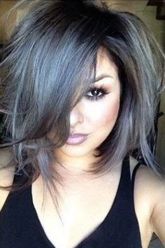 The how to steps for cool grey hair: dying your hair bleach blond, toning out the orange spots, and then using shades of violet dye to give you a nice, grey hue.(Grey Hair Tips) Grey Hair Looks, Grey Hair Bob, Blue Grey Hair, Grey Hair Bangs, Dark Grey Hair Charcoal, Short Gray Hair, Lavender Grey Hair, Black And Silver Hair, Black And Grey Hair