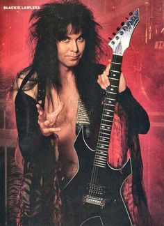 Blackie Lawless from W. carrying his guitar Heavy Metal Rock, Heavy Metal Bands, Music Jam, 80s Hair Bands, Band Wallpapers, Glam Hair, Rockn Roll, Black Sabbath, Wasp