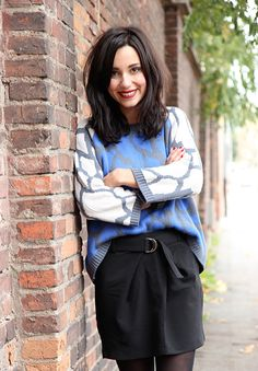 Avec une jupe noir on peut s'éclater au niveau du haut avec un pull par exemple graphique et coloré