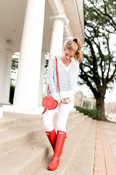 Out of all the colors hunter boots come in, red has to be my favorite. Today, I'm sharing one way to style red hunter boots!
