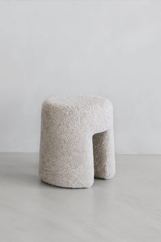 The Sequoia Pouf is compact, moveable, and versatile.Sequoia features soft contours and a feeling of seamless upholstery, in either flat woven wool, bouclé, or fluffy sheepskin.The pouf is designed by Space Copenhagen and is a part of our new Complements Collection.  #fredericiafurniture #complements #sequoiapouf #spacecopenhagen #modernoriginal #craftedtolast #interiordesign #danishdesign #scandinaviandesign 11 Howard Hotel, Space Copenhagen, Leather Box, Contours, Danish Design, Scandinavian Design, Stools, Compact, Upholstery