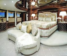 Diamonds are Forever – the ultimate 007 mega yacht!  http://www.aluxurytravelblog.com/2014/01/30/diamonds-are-forever-the-ultimate-007-mega-yacht/