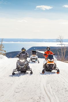 Enjoy Gaspésie on a kilometres of safe and snow-covered trails. In the midst of spectacular winter panoramas, close to km of snowmobile trails can be found, along which nearly twenty clubs maintain stopover facilities. St Laurent, Points, Atv, Trail, Scenery, Photos, Snow, Snowmobiles, Mountains