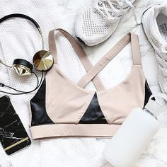 Sport style done right. Neutrals for the win. // Double tap if you agree. Sport Fashion, Yoga Fashion, Fitness Fashion, Teen Fashion, Fitness Clothing, Fashion Ideas, Fitness Shirts, Fitness Apparel, Fashion Clothes