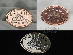 Brelok na specjalne zamówienie z logo Garbus-Fishing. Wykonany z miedzi, ręcznie rytowany. Długość 50 mm, szerokość 37 mm. #pawel_tucki #hand_engraving #metalart