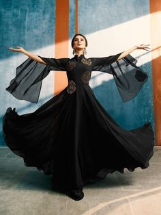 Jennifer Winget in this black anarkali is sure to make your jaws drop Indian Designer Outfits, Designer Gowns, Indian Outfits, Stylish Dress Designs, Stylish Dresses, Fashion Dresses, Trendy Outfits, Black Anarkali, Sleeves Designs For Dresses