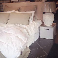 Letto Ghost Gervasoni in lino bianco prelevato - lenzuola LaFabbricadelLino in lino - piumino Hammerfest