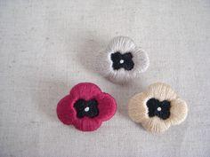 ハンドメイドマーケット minne(ミンネ)| お花の刺繍ブローチ grayish