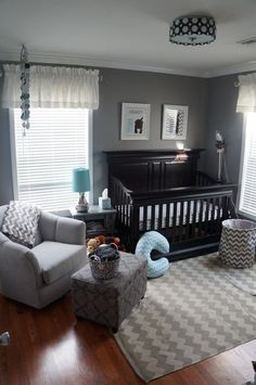 I love how clean and simple this room is, it would be a simple transition from baby to toddler to child to teen. A good design for the long run...
