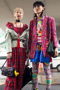 Feast your eyes on the best street style shots from Tokyo Fashion Week Spring 2018 for a lesson in layering tricks. Japanese Street Fashion, Tokyo Fashion, Cool Street Fashion, Big Fashion, Spring Fashion, Fashion Outfits, Fashion Clothes, Fashion Trends, Style Fashion