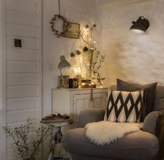 This thatched cottage is the perfect base for a cosy Christmas in Cornwall