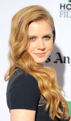 This soft Medium Blonde Natural Copper on Amy Adams looks so flattering and natural against her fair skin. Get your own best #haircolor to cover #gray #hair right at home here: http://www.haircolorforwomen.com/breakthrough-hair-color-system-your-salon-doesnt-want-you-to-know-about-p/