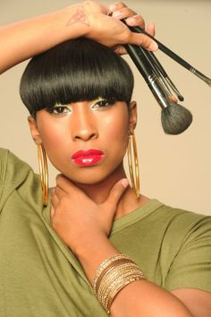 Freelance Makeup Artist, Professional Makeup Artist, Salon Pictures, Headshot Poses, Ad Photography, Makeup Portfolio, Artist Branding, Photoshoot Makeup, Business Portrait