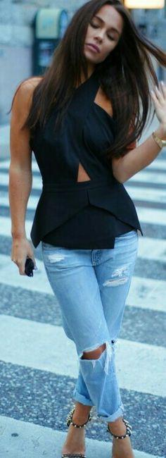 Blusa preta assimétrica + jeans destroyed