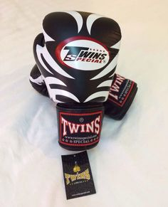 TWINS SPECIAL PREMIUM LEATHER VERY GOOD QUALITY Made in Thailand Contact: MMA-MUAY THAI FIGHT SHOP Pin BBM: 7FAFB9ED /Whatsapp: +6282140883852 LINE: mmamuaythaifightshop #gloves#boxinggloves#twins#thailand#twinsshop#boxer#kickboxing#thaiboxing#mma#bjj#sarungtinju#tinju