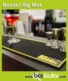 BIG MAT - Tappetino in gomma performante nera con bordo perimetrico giallo, misure 70 x 20 cm. Molto più di un barmat (tappetino da bar), il bigmat moltiplica la sua grandezza e offre uno spazio di lavoro più grande e comodo dove il barman può costruire i drink. http://www.barticular.com/store/tappetini-barmat/barmat-bigmat