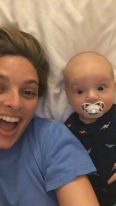 The baby can& believe it can see mom twice Das Baby kann nicht glauben, dass es Mama zweimal sehen kann… The baby can& believe it can see mom twice … - Funny Babies, Funny Kids, Cute Babies, Cute Gif, Funny Cute, Best Funny Pictures, Cute Pictures, Funny Photos, Funny Images