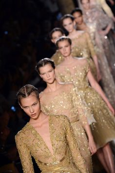 fashion gold ... what a stunning look!