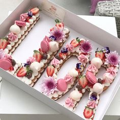 The Most Gorgeous Birthday Cakes – Fubiz Media Pretty Cakes, Beautiful Cakes, Amazing Cakes, Cake Cookies, Cupcake Cakes, Alphabet Cake, Cake Lettering, Cream Biscuits, Monogram Cake