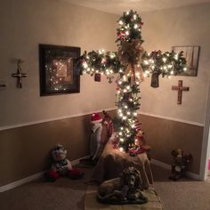 CHRISTmas CROSS Tree!! Jesus is the reason for the season as shown in this beautifully crafted display of the REAL MEANING of CHRISTmas!