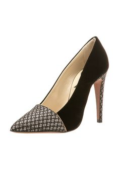 ETRO Pumps: http://zln.do/15vwdp3