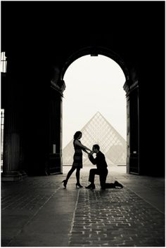 Adorable story and proposal in Paris. This whole site, actually, is nothing but romantic photo shoots in France.