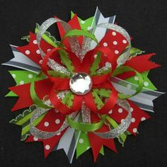 Christmas Hair Bow-- as an idea Ribbon Hair Bows, Diy Hair Bows, Diy Bow, Bow Hair Clips, Christmas Hair Bows, Barrettes, Hairbows, Hair Bow Tutorial, Making Hair Bows