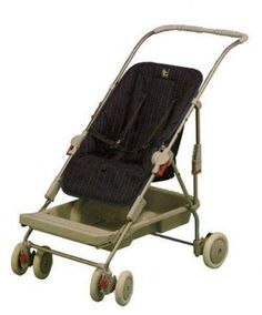 i have been after a pushchair for ages that faces me and it can face outwards that was lightweight and folds tiny. Maclaren Pushchair, Sweet Memories, Childhood Memories, Best Prams, Silver Cross Prams, Vintage Pram, Prams And Pushchairs, Baby Carriage, Unique Baby
