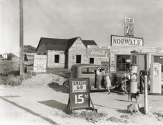 Taken in San Joaquin Valley, California. Newly built store and trading center typical of new shacktown community built and operated by the Blackwood Family from Clay County, Arkansas, April Photo by Dorothea Lange Old Gas Pumps, Vintage Gas Pumps, San Joaquin Valley, Pompe A Essence, Gas Service, Old Garage, Old Gas Stations, Old Country Stores, Automobile