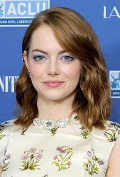 Emma Stone Bright Eyeshadow - Emma Stone played up her eyes with a swipe of lilac eyeshadow.