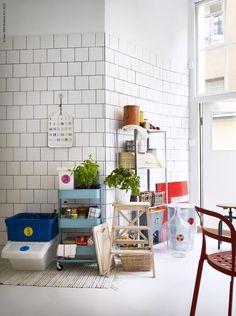 Vill ha det här kaklet i köket och kolmårdsmarmor på bänken. Den turkosa vagnen från IKEA är också välkommen. www.livethemma.ikea.se/inspiration/atervinst-varje-gang#