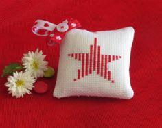 Un insieme di 6 Cross Stitch natale decorazioni per di bearatam