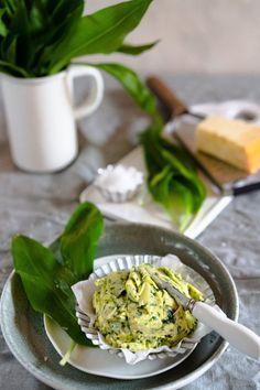 Rezept: Bärlauch-Parmesan-Butter - Kräuterbutter - Gernekochen.de Parmesan, Kraut, Green Beans, Cereal, Dips, Grilling, Food And Drink, Vegetables, Breakfast