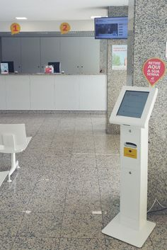 "Unilabs Portugal, the leader in the provision of ancillary medical diagnostic services, chose the 17 ""Quartz model to be implemented in the Unilabs Group diagnostic centers. All the kiosks integrate a service system with customized developments. » www.qmagine.com / www.oemkiosks.com"