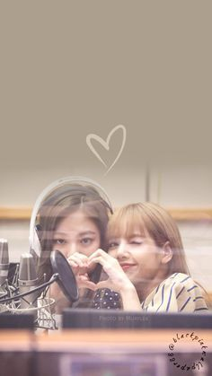 My ship. Lisa Blackpink Wallpaper, Lock Screen Wallpaper, Teen Wallpaper, Wallpaper Lockscreen, Yg Entertainment, K Pop, Black Pink Kpop, Blackpink Members, Jennie Kim Blackpink