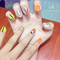 Si lo prefieres, que tus uñas luzcan muy coloridas!