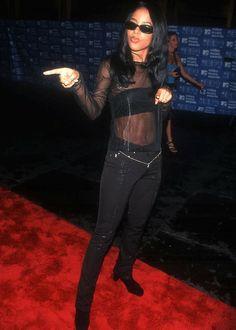 """Aaliyah Haughton - Aaliyah at The """"MTV Video Music Awards"""" Aaliyah Outfits, Aaliyah Style, Quirky Fashion, 90s Fashion, Aaliyah Pictures, Rip Aaliyah, Mtv Movie Awards, Music Awards, Aaliyah Haughton"""