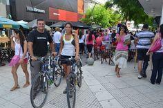 """La vuelta al mundo en bici  www.viajerosdelosvientos.com  Giselle y Javier """"viajeros de los vientos""""  Activistas de la bici se reunieron con el Intendente de San Luis."""