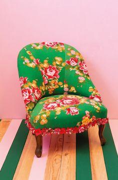 Rose Time O'Clock Charles le fauteuil crapaud à fleurs après retapissage par Les Trafiquantes