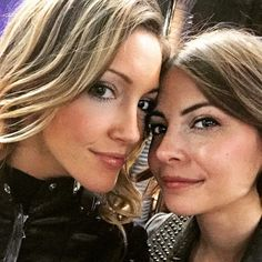 Arrow - Katie Cassidy & Willa Holland