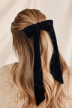 Pair the Lulus Aditi Black and Blush Pink Velvet Bow Ponytail Holder Set with your everyday ponytail look for a sweet look! Set of two bow ponytail holders. Girly Hairstyles, Headband Hairstyles, Pretty Hairstyles, Easy Hairstyles, Simple Everyday Hairstyles, Ribbon Hairstyle, Cute Simple Hairstyles, Hairstyles For Winter, Simple Hairstyles For School